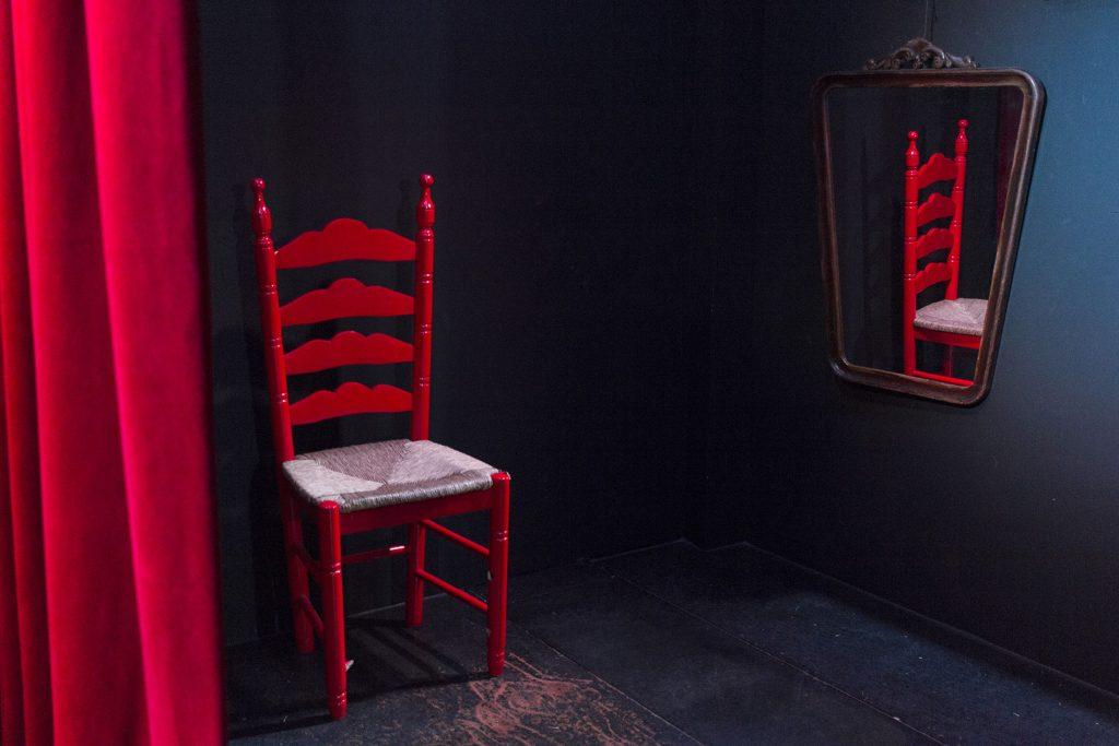 CasaLa Teatro, escenario con detalle de silla